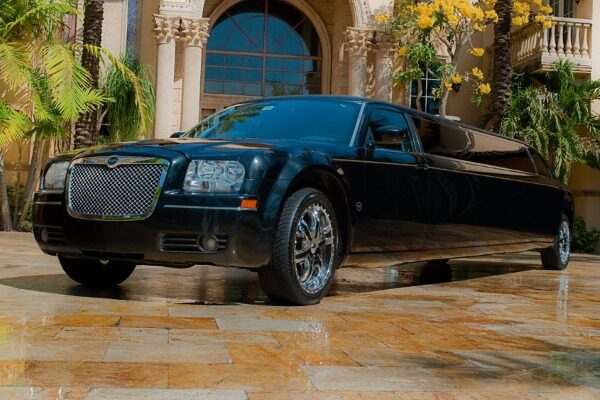 8 Person Chrysler 300 Limo Service Dallas